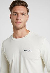Champion - LONG SLEEVE CREWNECK - Long sleeved top - off-white - 3