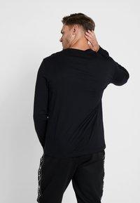 Champion - LONG SLEEVE CREWNECK - Long sleeved top - black - 2