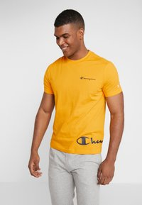 Champion - CREWNECK  - Print T-shirt - yellow - 0