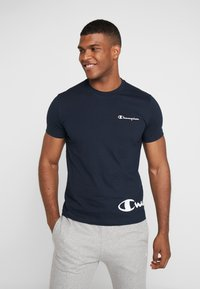 Champion - CREWNECK  - Print T-shirt - dark blue - 0