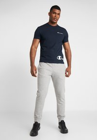 Champion - CREWNECK  - Print T-shirt - dark blue - 1