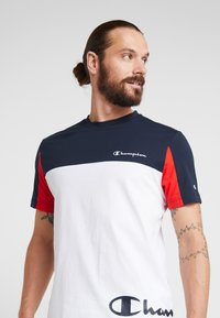 Champion - CREWNECK - T-shirt imprimé - white - 3