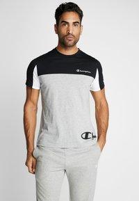 Champion - CREWNECK - Print T-shirt - oxi grey melange/black/white - 0