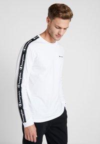Champion - LONG SLEEVE CREWNECK  - Pitkähihainen paita - white - 0