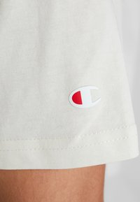 Champion - CREWNECK - Print T-shirt - off-white - 5