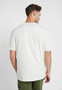 Champion - CREWNECK - T-shirt med print - off-white - 2