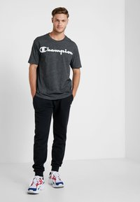 Champion - CREWNECK - T-shirt imprimé - dark grey - 1