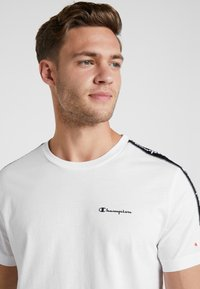 Champion - CREWNECK - Print T-shirt - white - 3