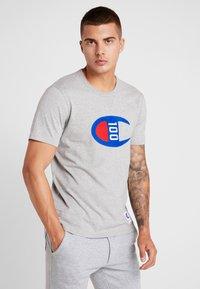 Champion - TEE 100TH ANNIVERSARY - Camiseta estampada - grey - 0