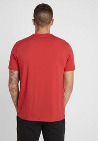Champion - TEE 100TH ANNIVERSARY - T-shirt print - dark red - 2