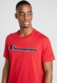 Champion - ROCHESTER CREWNECK - T-shirt imprimé - rio red - 4