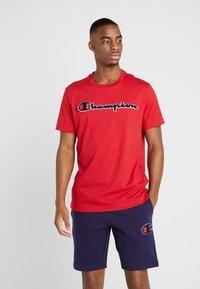 Champion - ROCHESTER CREWNECK - T-shirt imprimé - rio red - 0