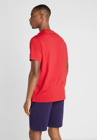 Champion - ROCHESTER CREWNECK - T-shirts med print - rio red - 2