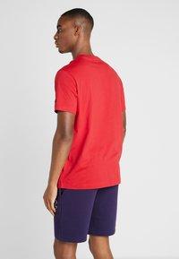 Champion - ROCHESTER CREWNECK - T-shirt imprimé - rio red - 2