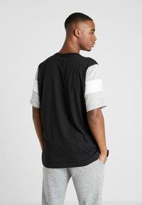 Champion - CREWNECK - Print T-shirt - new black/new oxford grey melange/white - 2