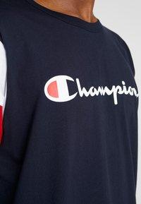 Champion - CREWNECK - Print T-shirt - night sky/white/haute red - 4