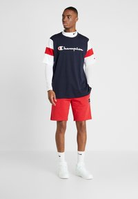 Champion - CREWNECK - Print T-shirt - night sky/white/haute red - 1
