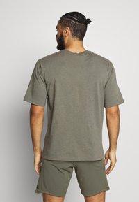 Champion - ROCHESTER ECO SOUL - T-shirt imprimé - green/grey - 2