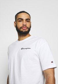 Champion - CREWNECK - T-shirt con stampa - white - 3