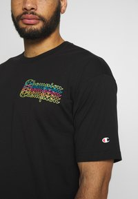 Champion - CREWNECK - T-shirt imprimé - black - 4