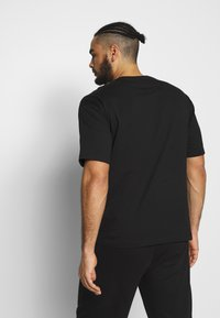 Champion - CREWNECK - T-shirt imprimé - black - 2