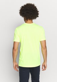 Champion - QUIK DRY  - Camiseta estampada - yellow - 2