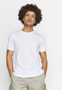 Champion - CREW NECK 2 PACK - Basic T-shirt - white/navy - 1