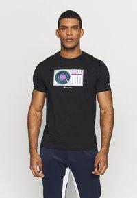 Champion - TURNTABLE CREWNECK - T-shirt con stampa - black - 0