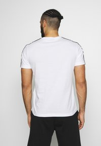 Champion - CREWNECK - T-shirt imprimé - white