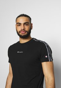 Champion - CREWNECK - T-shirt med print - black - 3