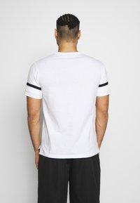 Champion - ROCHESTER ATHLEISURE - T-shirt con stampa - white - 2