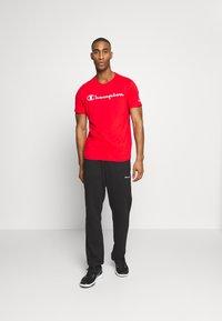 Champion - CREWNECK  - T-Shirt print - red - 1