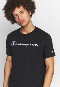 Champion - CREWNECK  - T-shirt imprimé - black - 4