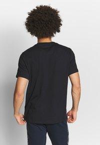 Champion - CREWNECK  - Print T-shirt - black - 2