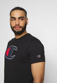 Champion - ROCHESTER BIG CREWNECK - Camiseta estampada - black - 3