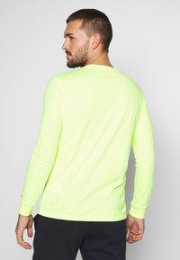 Champion - LONG SLEEVE CREWNECK - T-shirt à manches longues - neon yellow - 2