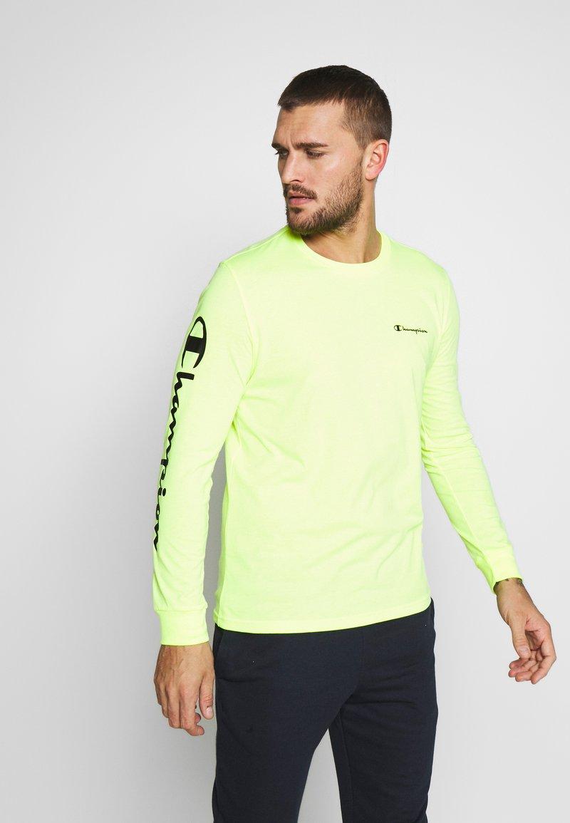 Champion - LONG SLEEVE CREWNECK - T-shirt à manches longues - neon yellow