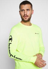 Champion - LONG SLEEVE CREWNECK - T-shirt à manches longues - neon yellow - 3