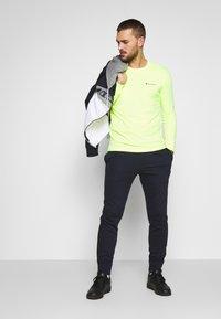 Champion - LONG SLEEVE CREWNECK - T-shirt à manches longues - neon yellow - 1