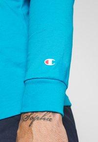 Champion - LONG SLEEVE CREWNECK - Pitkähihainen paita - neon blue - 4