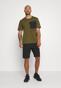 Champion - ROCHESTER WORKWEAR CREWNECK  - Printtipaita - olive - 1