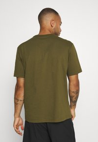 Champion - ROCHESTER WORKWEAR CREWNECK  - Printtipaita - olive - 2