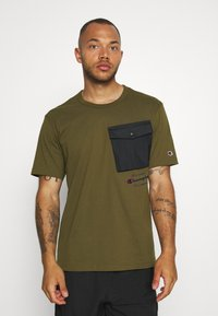 Champion - ROCHESTER WORKWEAR CREWNECK  - Printtipaita - olive - 0