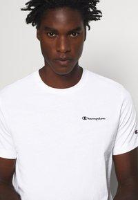 Champion - LEGACY CREWNECK - Basic T-shirt - white - 4