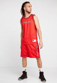 Champion - ROCHESTER SHORT - Sports shorts - red/navy - 1