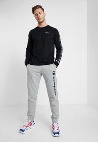 Champion - CUFF PANTS - Verryttelyhousut - grey - 1