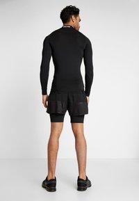 Champion - RUN SHORTS - Pantalón corto de deporte - black - 2