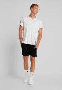 Champion - RUN BERMUDA - Sports shorts - black - 1
