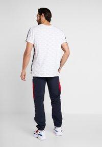 Champion - HALF BUTTON PANT - Pantalon de survêtement - night/white/heather - 2
