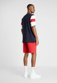 Champion - LOGO BERMUDA - Sports shorts - rio red - 2
